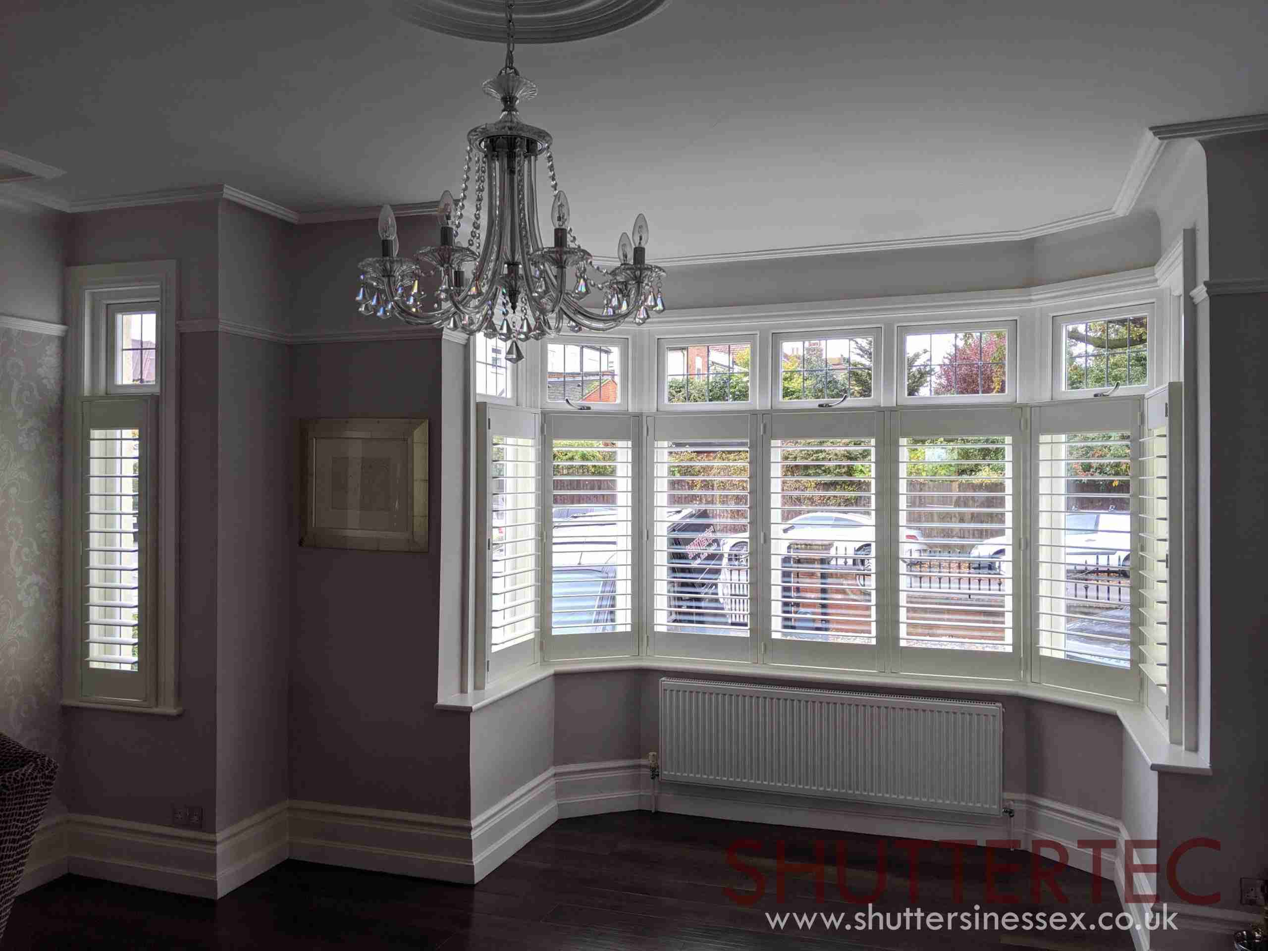 title graphic for Shuttertec blog about pros and cons of cafe style shutters