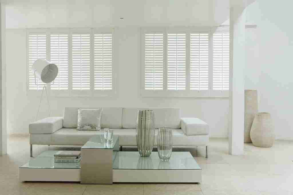 Title graphic for Shuttertec blog about whether shutters are better than blinds
