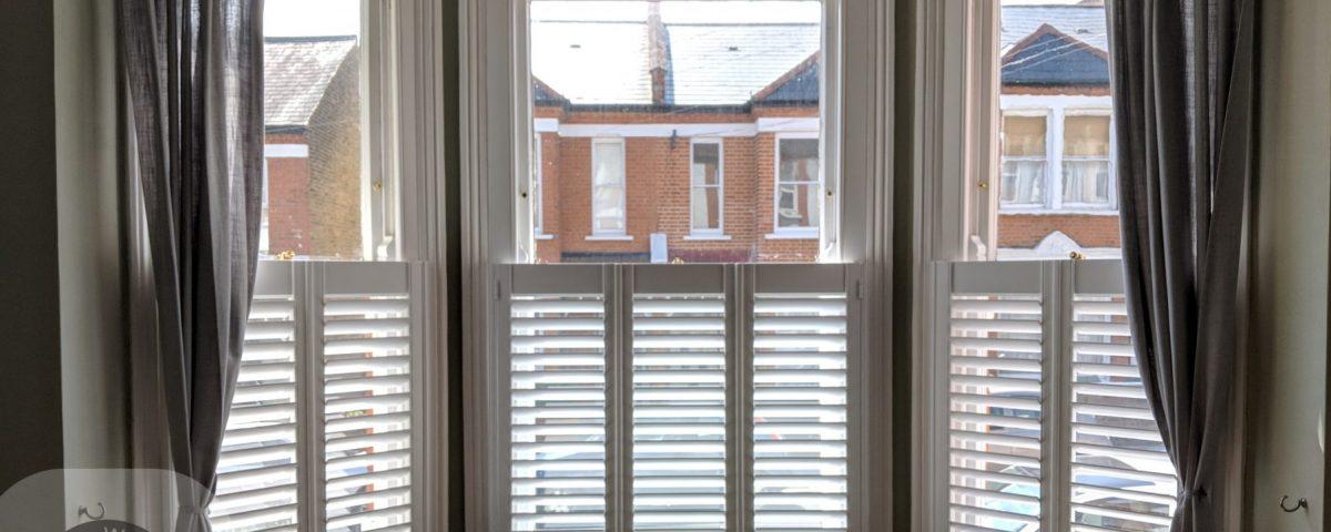 Bay window shutters cafe style