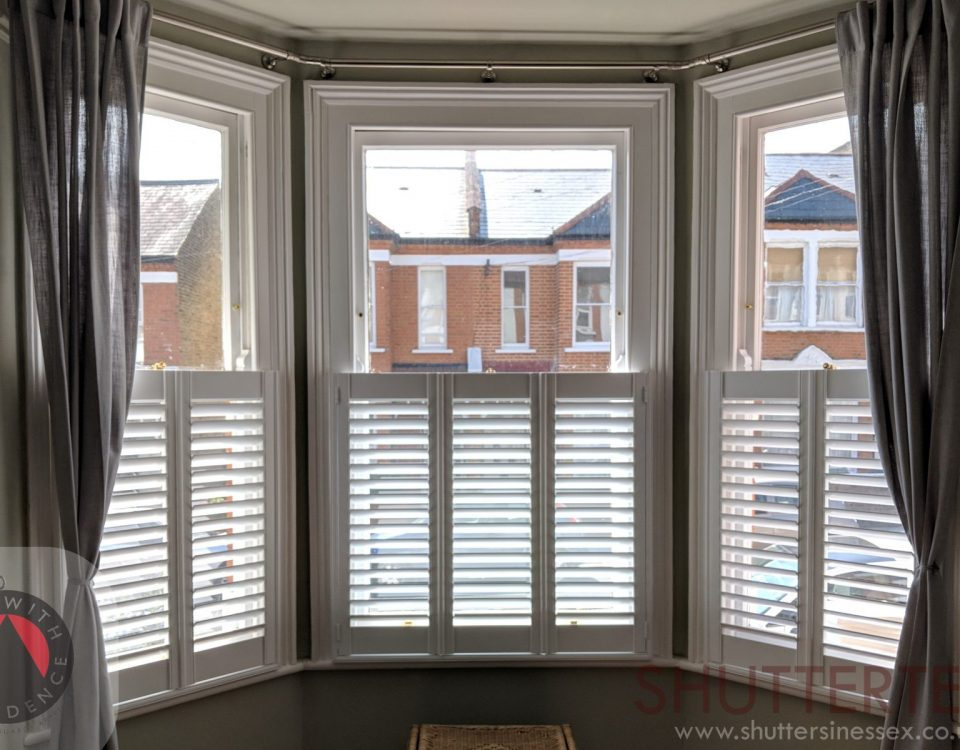 Bay window shutters cafe style